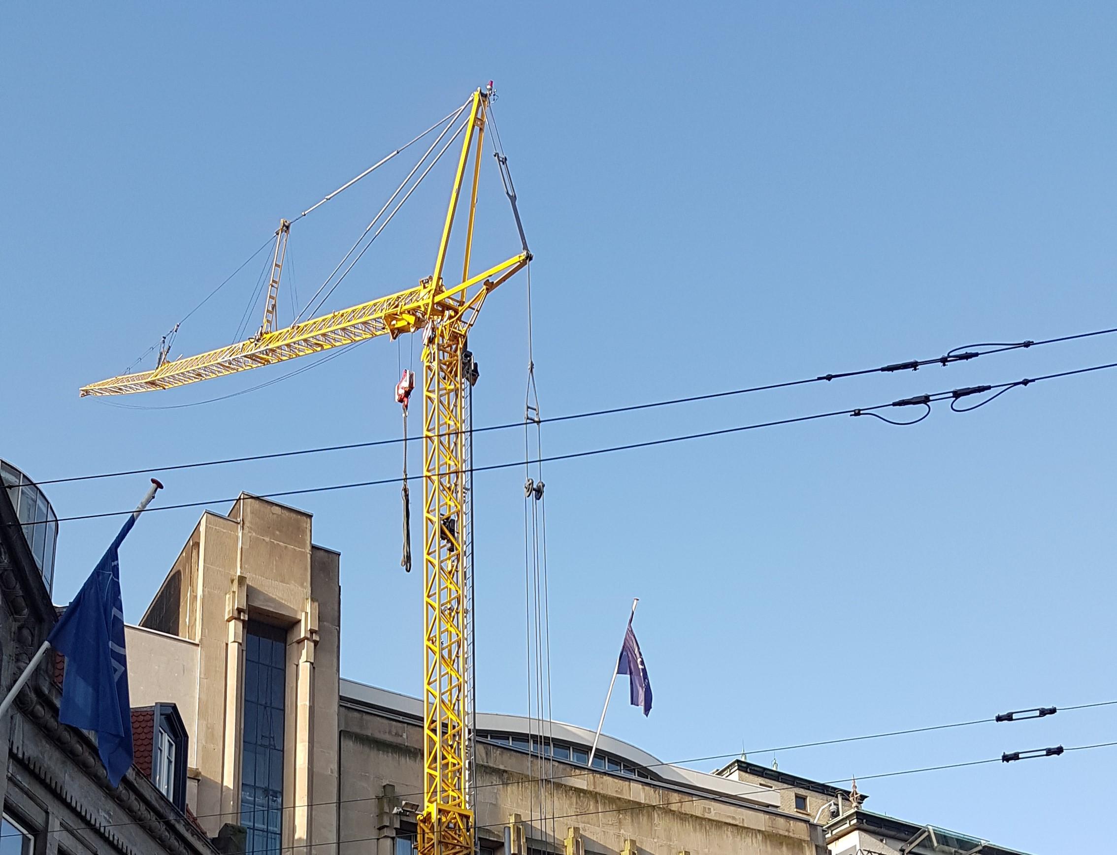 Barneveldse kraanverhuur actief in Den Haag; verplaatsen van de overkapping